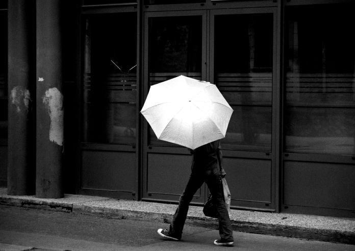parapluie-rue-paris