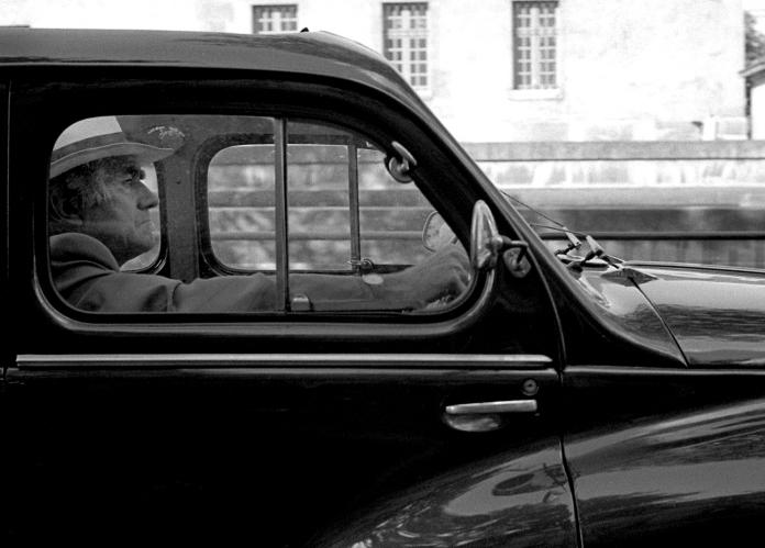 voiture-homme-chapeau-paris